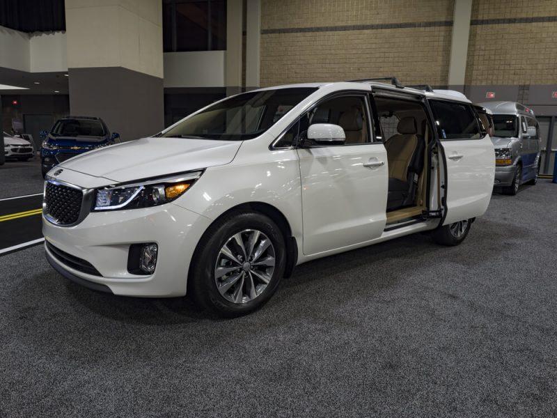 Cho thuê xe Kia Sedona tại Huyện Chương Mỹ giá rẻ - Cường Sedona